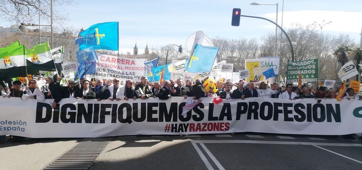 """Los médicos piden """"dignificar la profesión"""" / Consalud.es"""