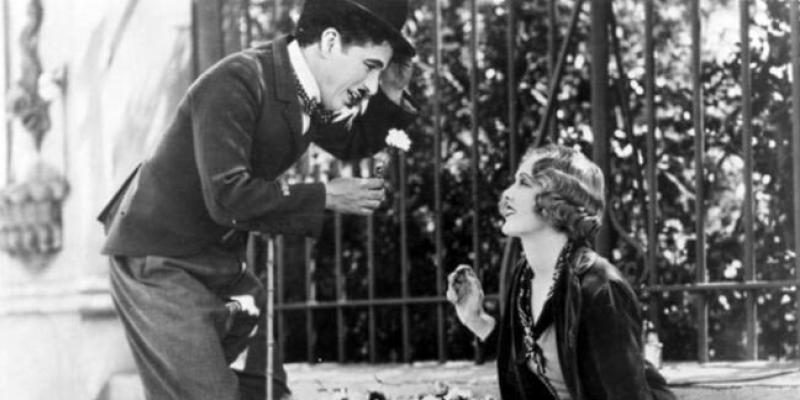 Escena de City Lights (1931) de Charlie Chaplin