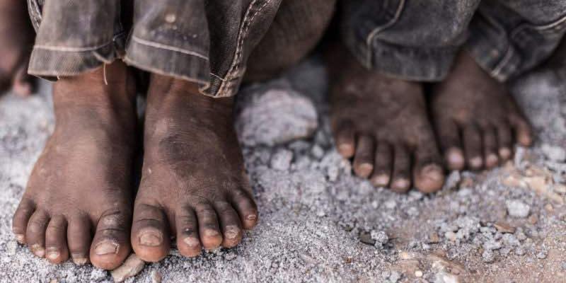 Qué es la pobreza humana y cómo se da?